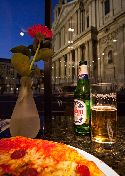 Italian at St Pauls - London, By Photographer Craig.Jewell, Created on 07 Apr 2011, SYDPHOTOS Photography all rights reserved.