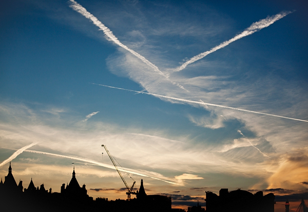 Contrails over London, By Photographer Craig.Jewell, Created on 07 Apr 2011, SYDPHOTOS Photography all rights reserved.